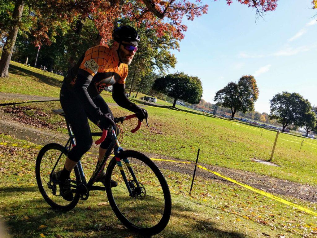 Dan Deemer powering up a knoll at Syracuse Cyclocross 2019